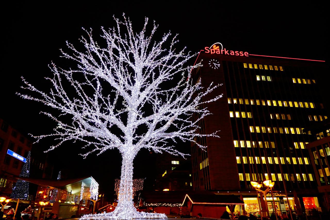 Weihnachtsmarkt Heiligabend.Details Duisburger Weihnachtsmarkt